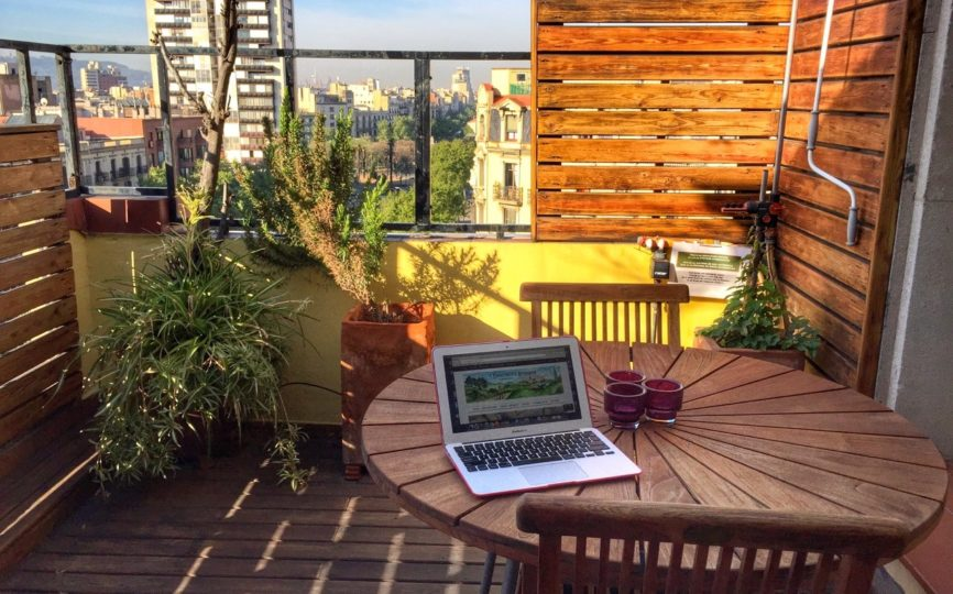 What Working Remotely is Really Like + 7 Tips for Working From Home
